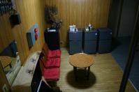 休憩場所 湯治の方用か冷蔵庫が3つ並んでいる