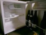 冷蔵庫の中(水・ビンビール4本)
