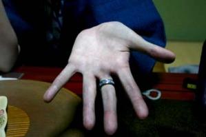 硫化鉄で真っ黒になった私の手