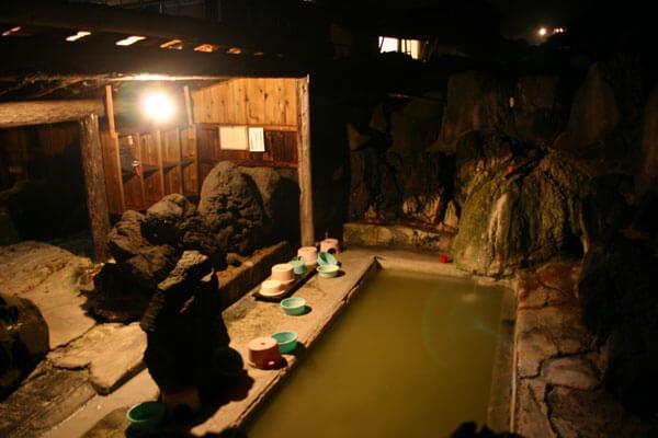 夜の露天風呂 ボンヤリライトが美しい