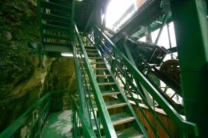 ケーブルカーまでの階段