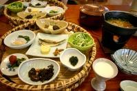 シンプルな食事と飲むヨーグルト、雑炊