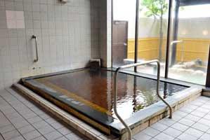 男性用内湯 適温の浴槽 源泉掛け流し pH7.3(中性) 浴槽温度:41.3度 浴槽鮮度:約4-6時間で1回転