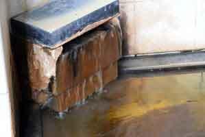 適温の浴槽 源泉投入口