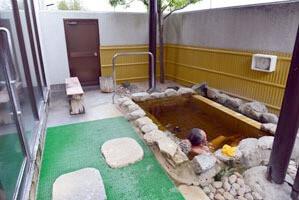 露天風呂といってもほぼ景色は望めない