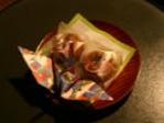茶菓子と鶴の折り紙