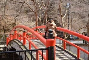 印象的な赤い橋