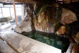 木賊温泉-岩風呂 温泉を楽しむ