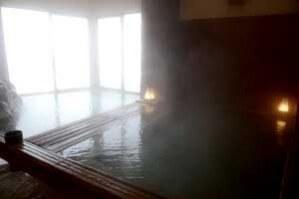 内湯 男女各1 源泉掛け流し 浴槽42.1度 PH7.1~7.5(中性) 鮮度:約1時間で回転★★★★★