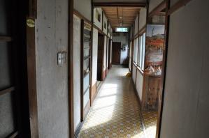 館内 廊下