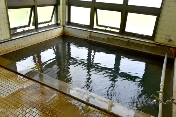 女性用内湯 源泉かけ流し 浴槽温度:約42度