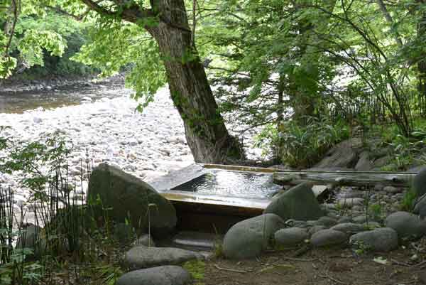 トチニの湯 貸切露天風呂 源泉かけ流し100% 毎分12L