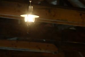 ボヤッと照らすランプの光が風情あります。