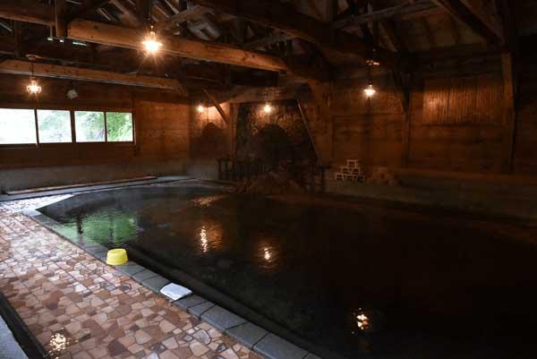 大岩風呂(混浴)※女性タイムあり 源泉かけ流し pH7.5(中性) 源泉温度46.1度 浴槽温度41.1度
