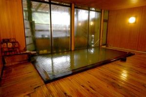 窓が大きく明るい浴室