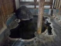 源泉横にある浴室