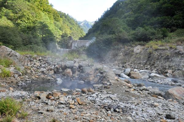 祖母谷温泉-河原の露天風呂-1
