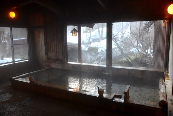 男性用大浴場 内湯 源泉かけ流し pH6.9(中性) 鮮度:4~6時間で1回転