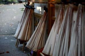 敷地内に置いてあるお洒落な和傘