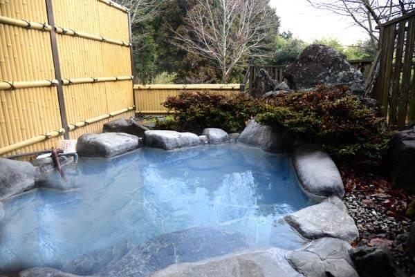 貸切風呂 源泉掛け流し 浴槽温度40.7度 pH8.8(弱アルカリ性)