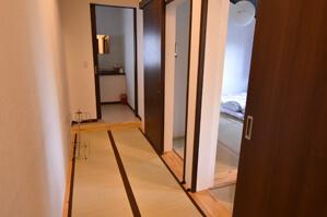 部屋内の廊下
