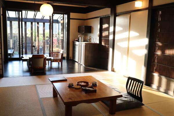 冬青(そよご) 12畳+6畳+板の間テラス約4畳ぐらい+庭+半露天風呂付
