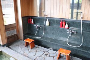 洗い場 シャンプー、リンス、ボディソープ、薬用フェイスソープ