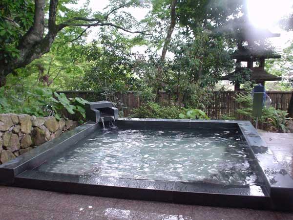 外湯 翠山の湯 露天風呂(男性用)