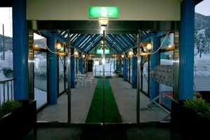 入口からの通路