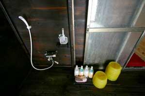 洗い場 シャワー、リンスインシャンプー、ボディソープあり