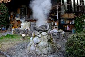 地獄蒸しを作っている釜